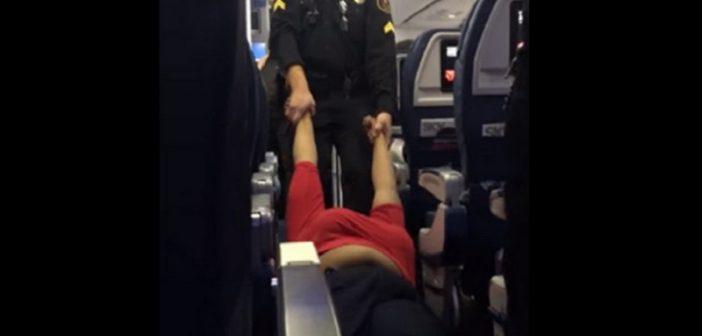 """Une femme expulsée d'un avion à cause de sa  """"mauvaise odeur"""""""