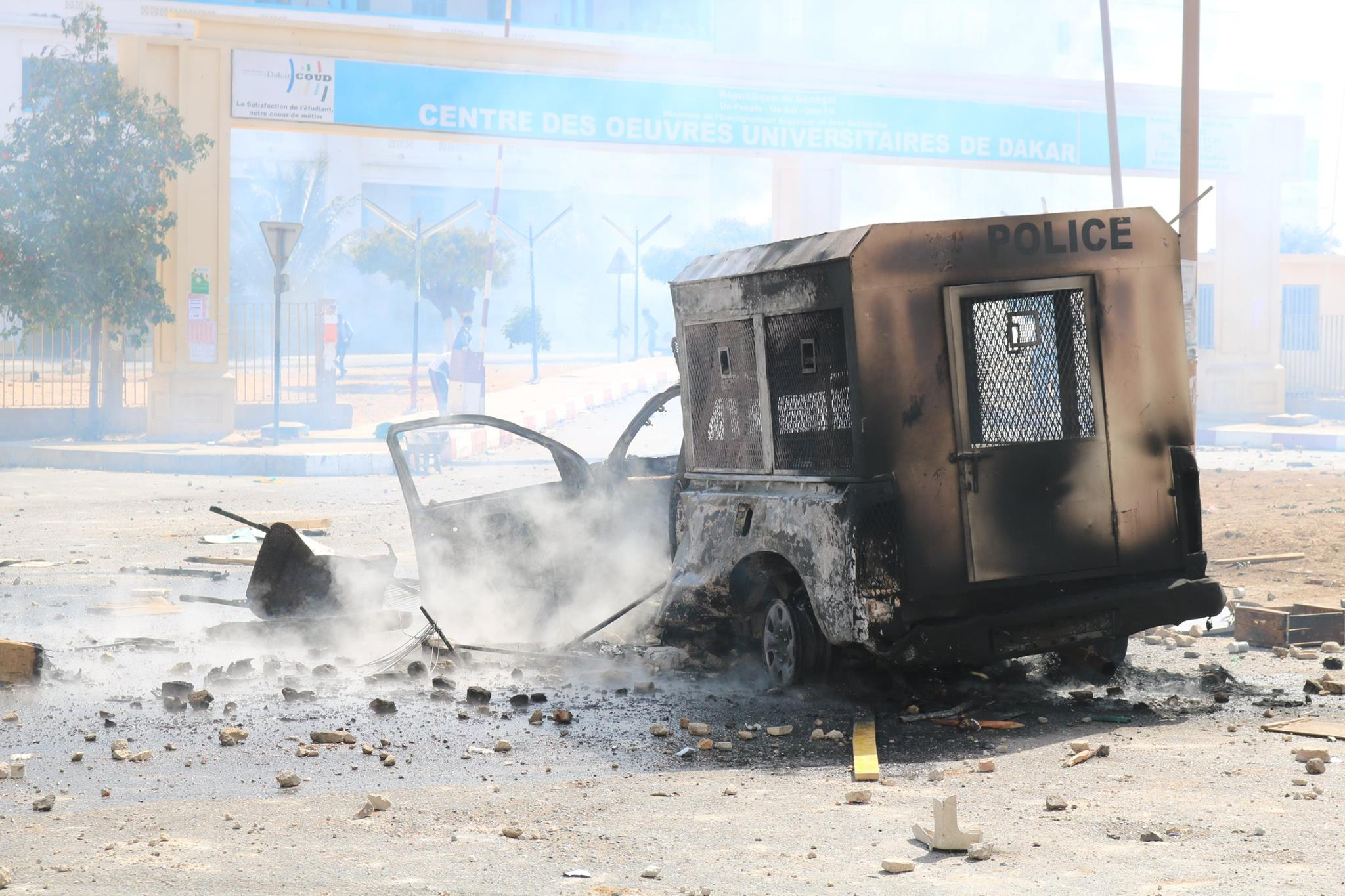 Affrontements entre policiers et étudiants sur l'avenue Cheikh Anta Diop de Dakar...Tout ce que vous n'avez pas vu en images