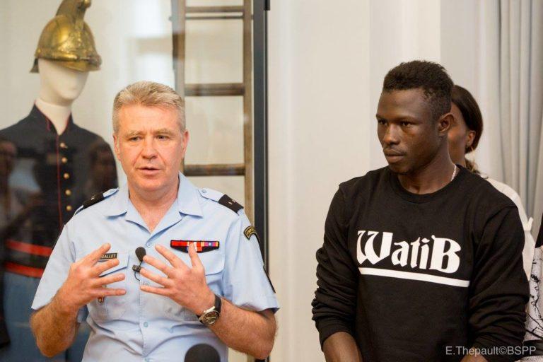 7 photos : Mamoudou Gassama intègre les sapeurs-pompiers français