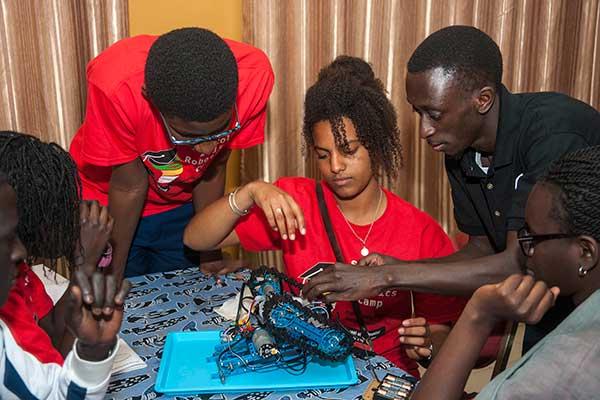 13 photos : Sidy Ndao, le chantre de la robotique scolaire en Afrique