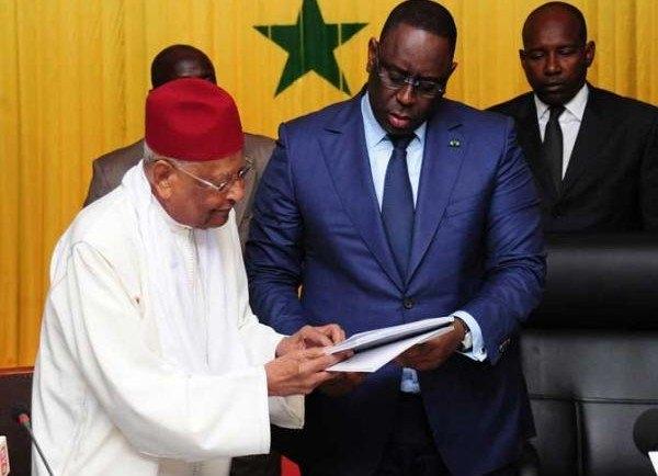 """Amadou Makhtar Mbow, ancien tirailleur, recadre Macky Sall: """"il ne sait pas de quoi il parle, quand il parle de ... desserts pour les tirailleurs"""""""