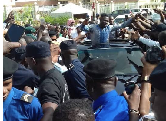 Mali: Mamoudou Gassama accueilli en héros à Bamako