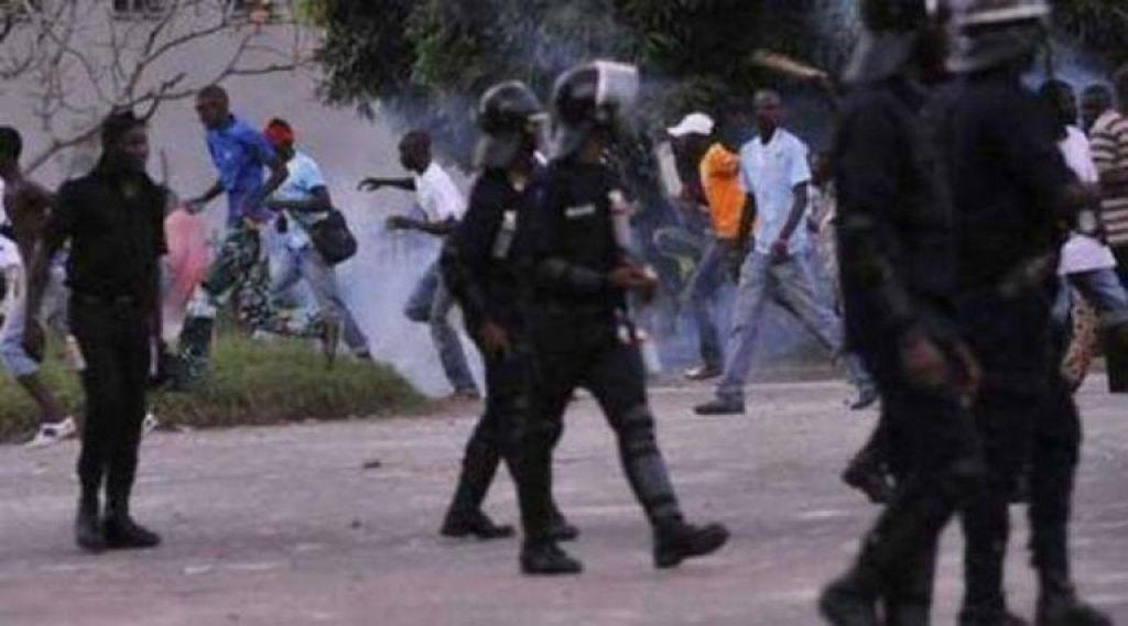 Gambie: au moins deux morts lors d'une manifestation dispersée par la police