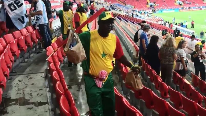 Mondial 2018: les supporters sénégalais et japonais ont nettoyé les tribunes