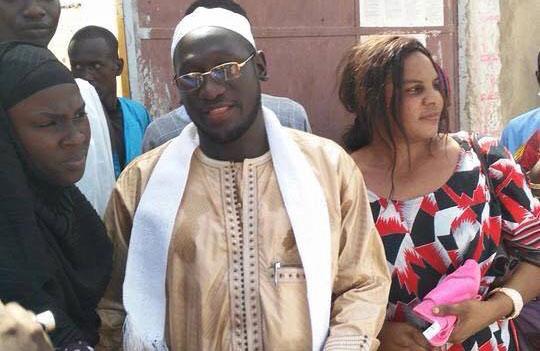 Serigne Assane Mbacké à sortie de la prison de Diourbel