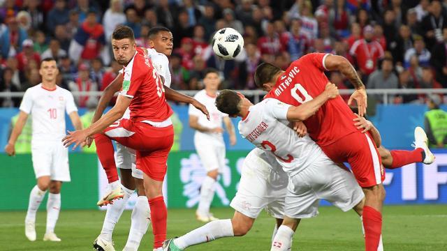 La Suisse renverse la Serbie et rejoint le Brésil en tête du groupe E