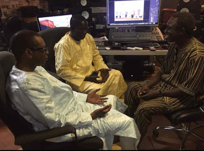 Photos: Youssou Ndour se rend chez Thione Seck pour…