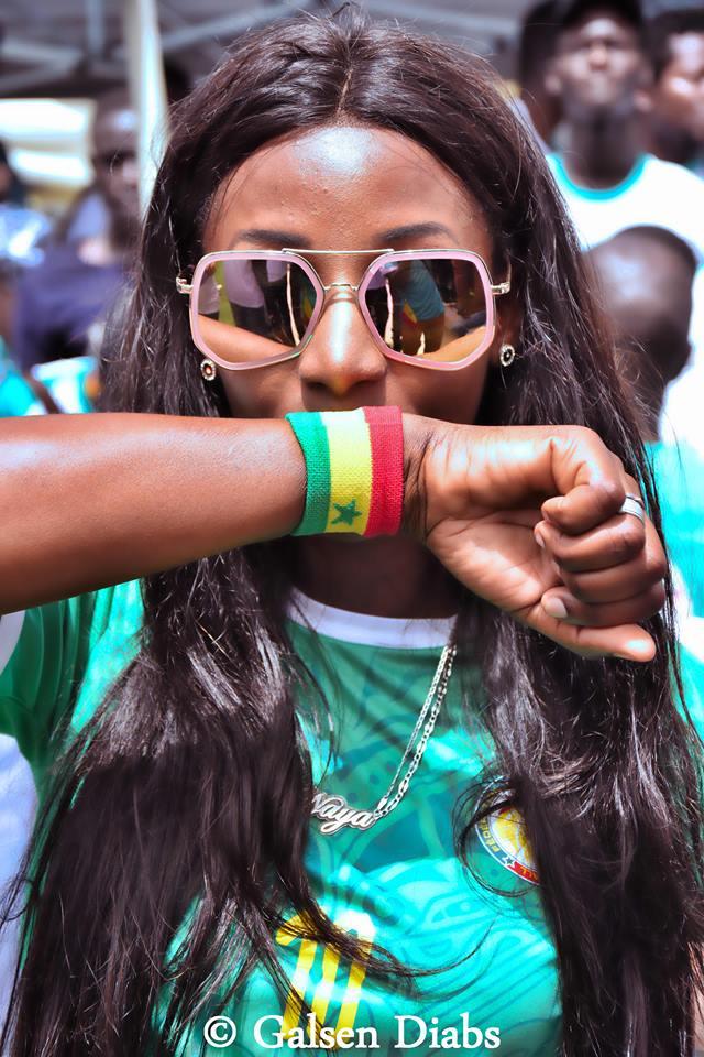 Photos : La femme du comédien, Diop Fall, grande supportrice des Lions