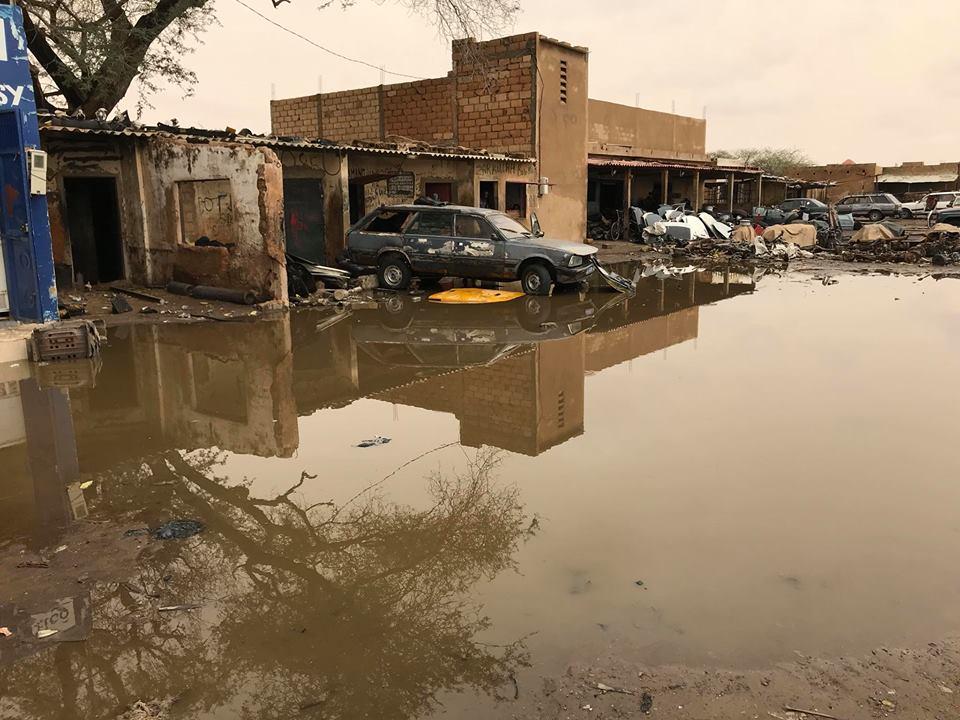 Gare routière à Louga inondée : les riverains accusent les agents de la mairie de Louga d'avoir bouché le canal d'évacuation des eaux pluviales