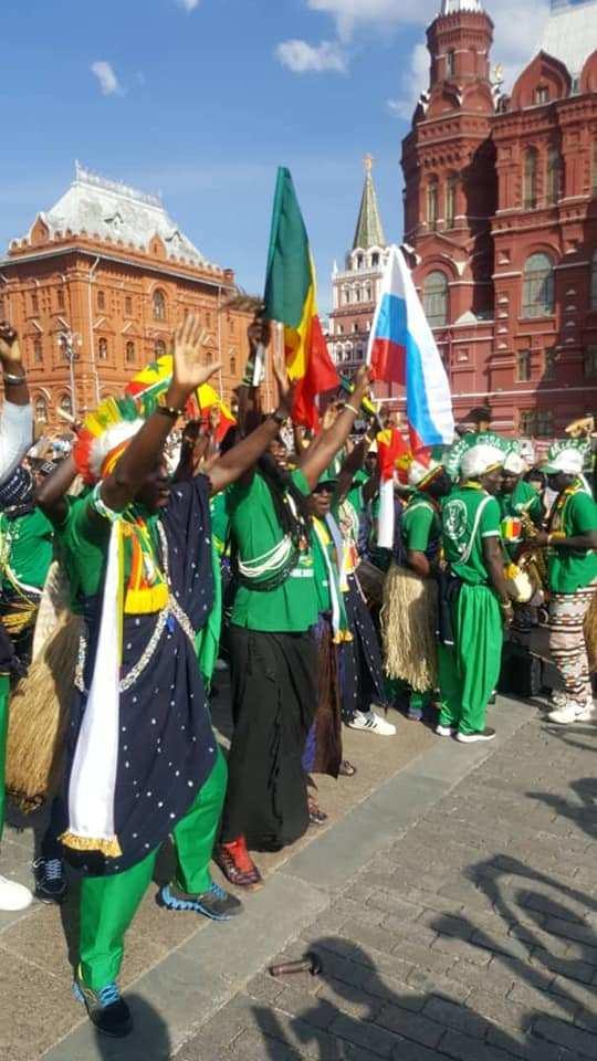 (10 Photos) Les supporteurs de « Allez Casa » font danser le monde en Russie
