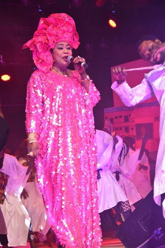 26 Photos : La tenue de Fatou Gueweul éclabousse le Grand Théâtre