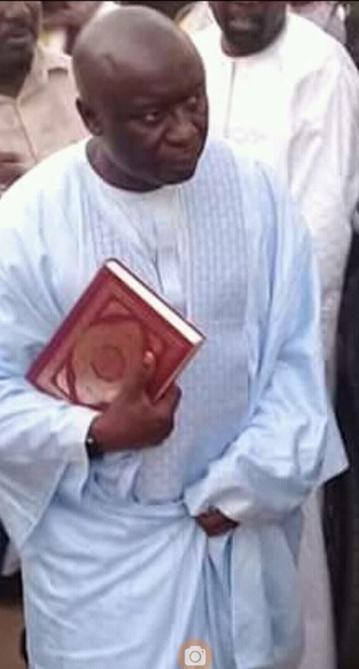 Idrissa Seck déambulant avec un exemplaire du Coran à Pikine, ce qui s'est réellement passé