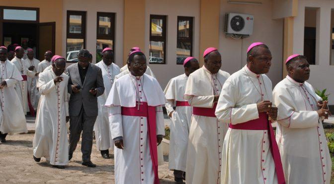 Curé de l'église des martyrs de l'Ouganda de Dieuppeul : « L'Église catholique condamne les actes homosexuels »