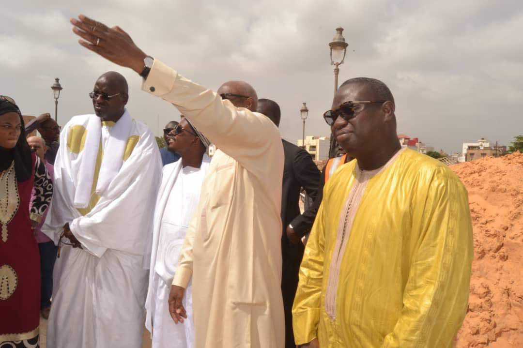 Serigne Bass Abdou Khadre en visite sur le chantier de Massalikoul Jinane