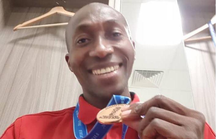 (06 photos): Arbitre assistant de la petite finale Belgique (2 – 0) Angleterre, Malang Diédhiou très fier de sa médaille !