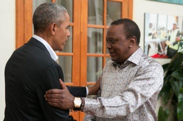 Barack Obama accueilli par le président kényan Uhuru Kenyatta. (Photo: DR/twitter)