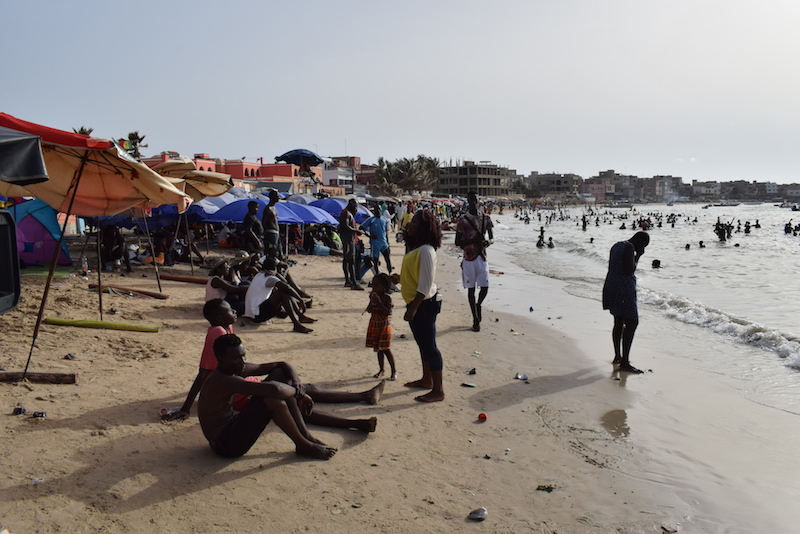 Photos : les vacances ont débuté à la plage de Ngor, c'est chaud