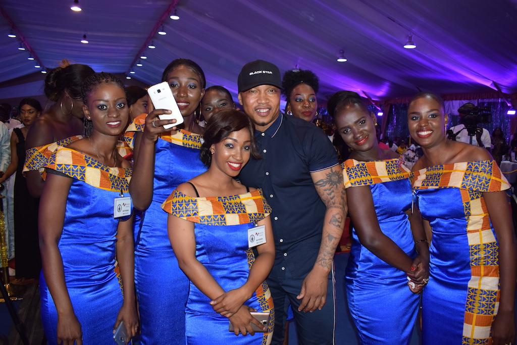 Photos : El Hadji Diouf bien entouré au Gala de la Gendarmerie