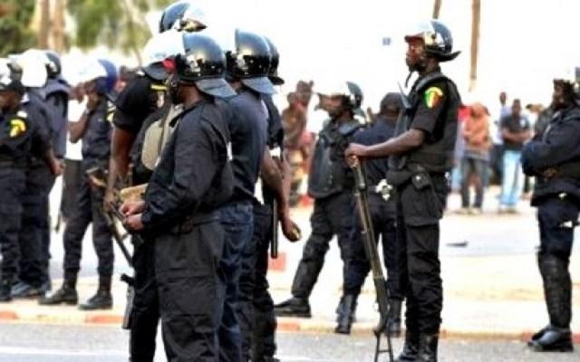 1ère édition de l'UPEC: Un policier se tire une balle à la rencontre de Y en a marre