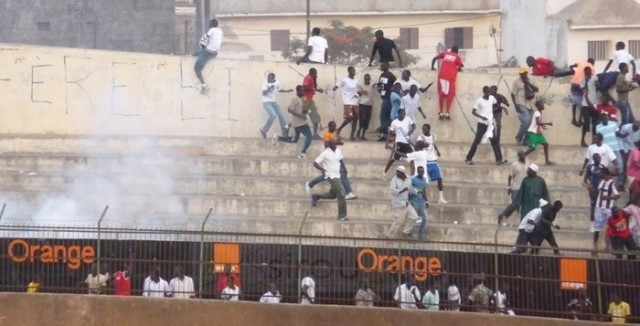 Violences au Stade Iba Mar Diop : un supporter poignardé dans le dos