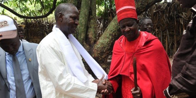 Le PM Mahammad Boun Abdallah Dionne avec le roi d'Oussouye (image archives)