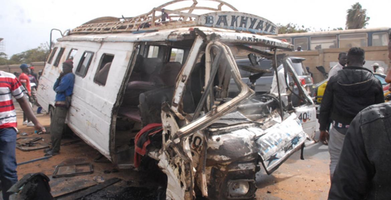 Grave accident à Sédhiou : Un car fauche mortellement un  jeune et sa maman, et fait 22 blessés