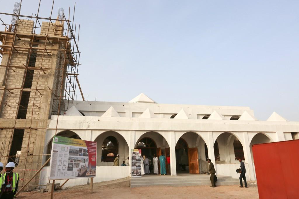 La Grande mosquée de Kolda badigeonnée aux couleurs de l'Apr : L'opposition et des maîtres coraniques s'indignent et demandent le rétablissement des tons vert et blanc de l'Islam