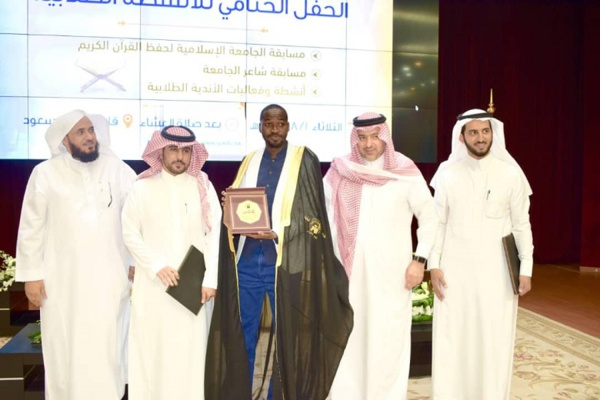 """Ndiogou Gningue: ce champion de la poésie arabe qui """"impressionne"""" toute l'Arabie Saoudite"""