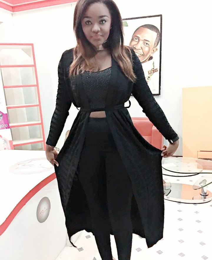 Photos : Fama Thioune et sa robe Zorro, xaalaass, regardez