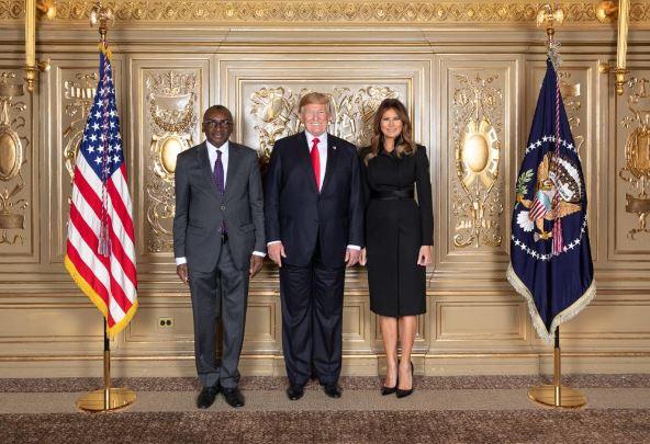 Le Ministre des Affaires Etrangères Sidiki Kaba avec le Président Donald Trump et son épouse à l'occasion de la réception offerte aux Chefs de délégations à New-York.