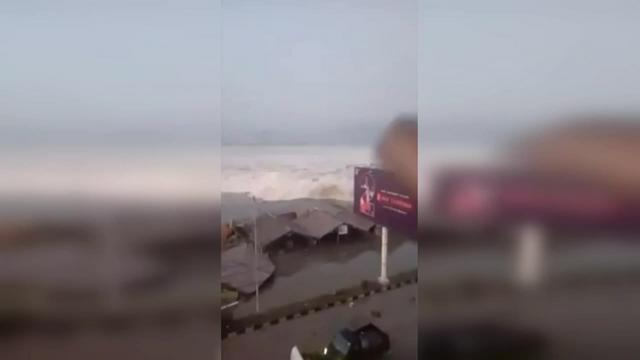 Séisme et tsunami en Indonésie : au moins 384 morts