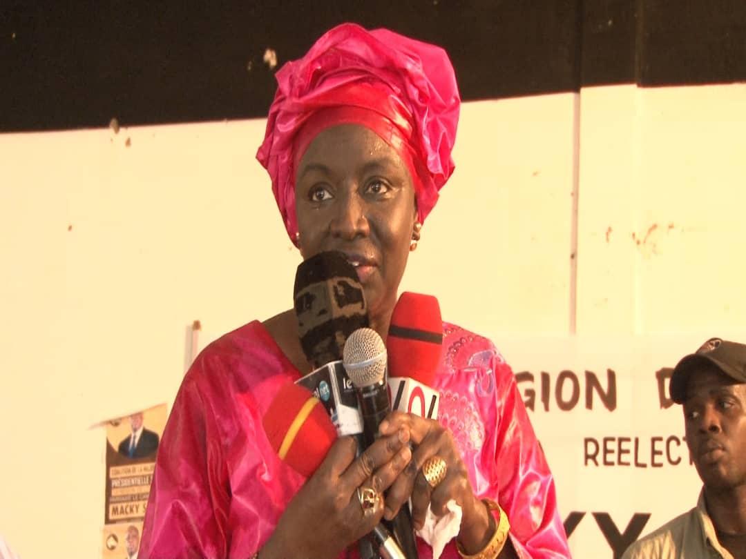 Louga:La Coalition Bby De Louga remet à Aminata Touré plus de 60 Milles signatures pour parrainage et 30.000 du Mouvement Dolly