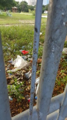Piscine olympique : Un complexe devenu une toilette à ciel ouvert pour mendiants