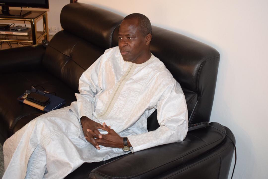 Yatma Guèye, le Directeur de Cabinet du Ministre Diene Farba Sarr, a remis au maire Abdoulaye Thimbo, un lot de signatures de 1.400 parrains