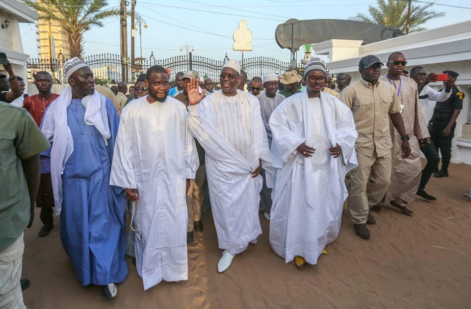 Visite de Macky Sall à Touba: Des chaussures et des chaussettes…