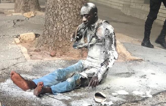 Voici les images de l'homme qui a tenté de s'immoler devant le Palais