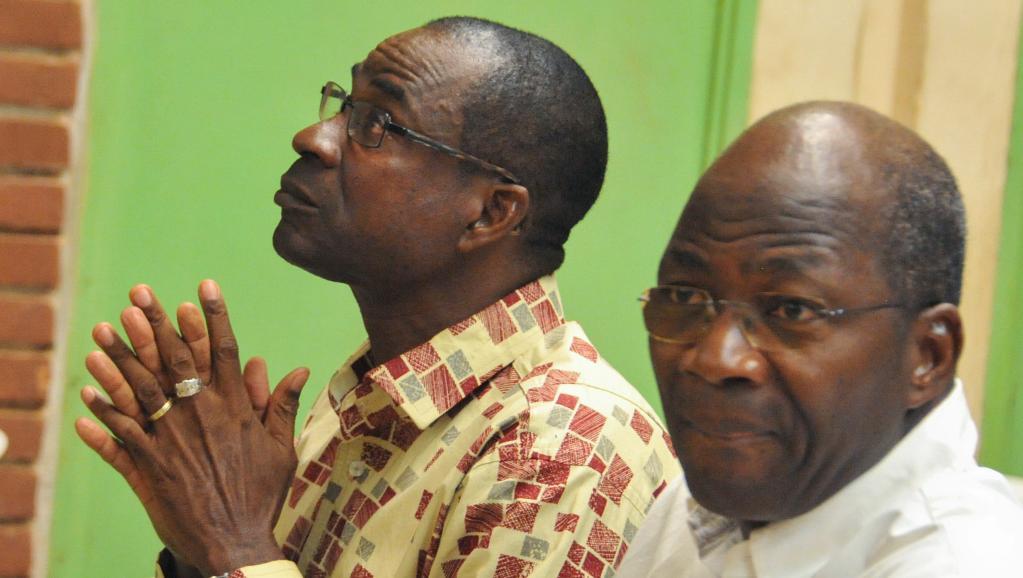 Le général Gilbert Diendéré (G) et l'ancien ministre des Affaires étrangère Djibrill Bassolé sont les pincipaux accusés dans le procès du putsch manqué de septembre 2015. © Ahmed OUOBA / AFP
