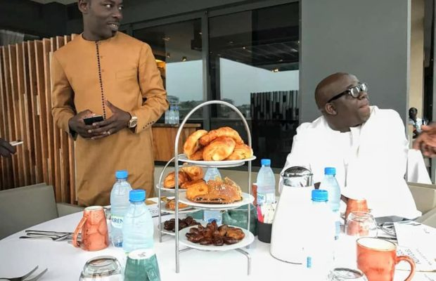 DJ Boubs en toute complicité avec Mamadou Mohammed Ndiaye et Ndoye Bane ( Archive Ndogou Ramadan )