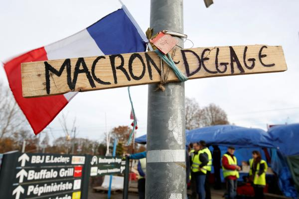 Sur un rond-point à Sainte-Eulalie non loin de Bordeaux (France), le 5 décembre 2018. REUTERS/Regis Duvignau