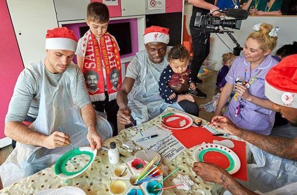 Sadio Mané et ses coéquipiers au chevet des enfants malades (Images)