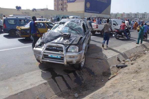 Autoroute à péage: la collision entre un camion et une voiture 4X4 provoque un embouteillage monstre