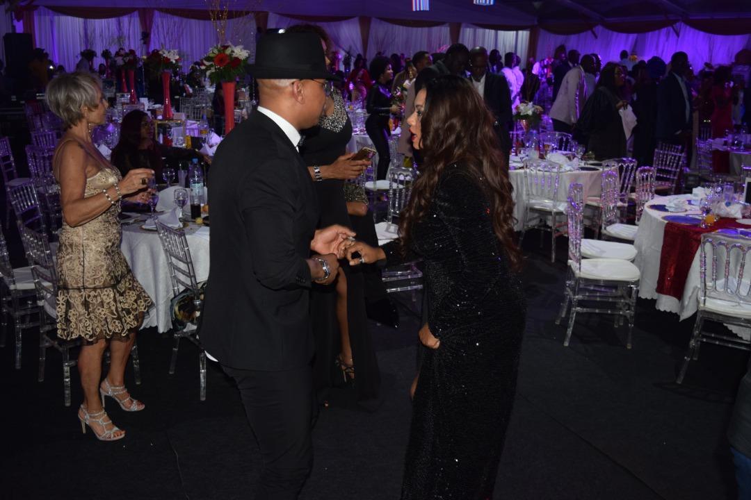 Photos : Quand Akon fait danser El Hadj Diouf et Valérie Bishop Diouf