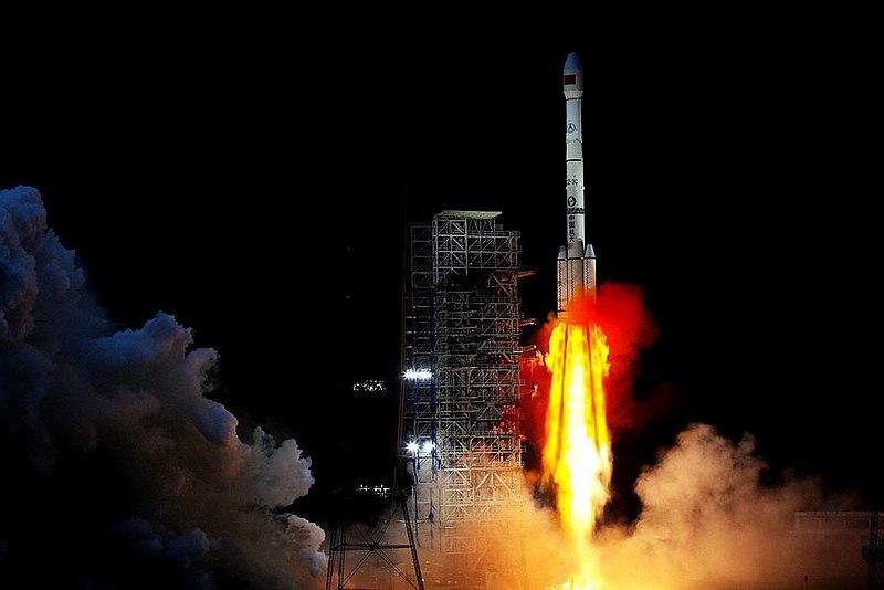 La fusée Longue marche 3B, avec à son bord le rover Chang' e-4, lancée en décembre dernier depuis le centre de lancement de Xichang. Crédits : Wikipédia