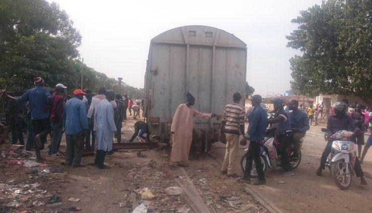 """Abdou Ndéné Sall s'en prend aux cheminots: """"c'est irresponsable d'obstruer la voie publique avec des locomotives"""""""