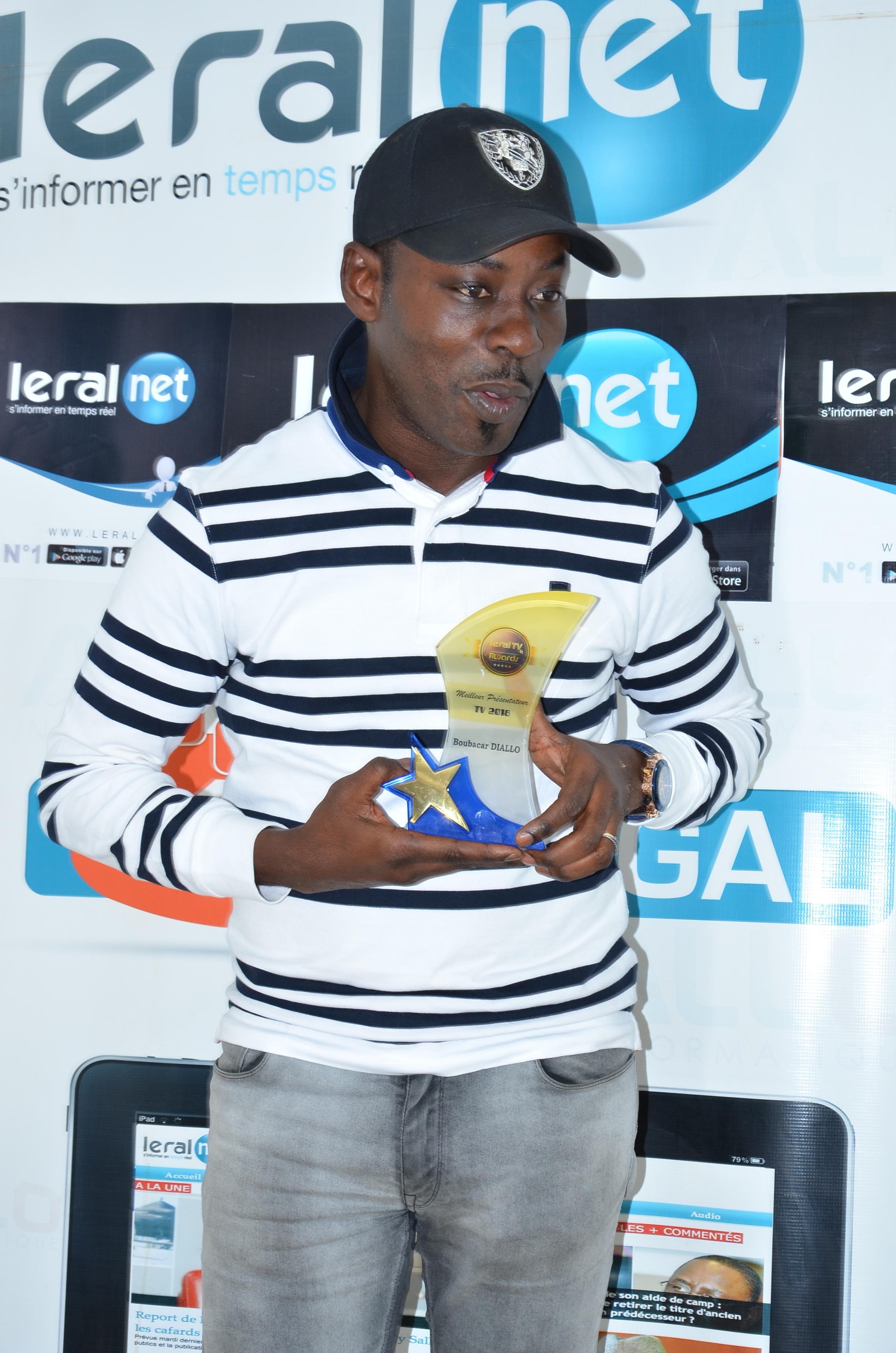 """Les images de la remise du trophée de """"Meilleur Présentateur de l'année 2018"""" à Boubacar Diallo"""