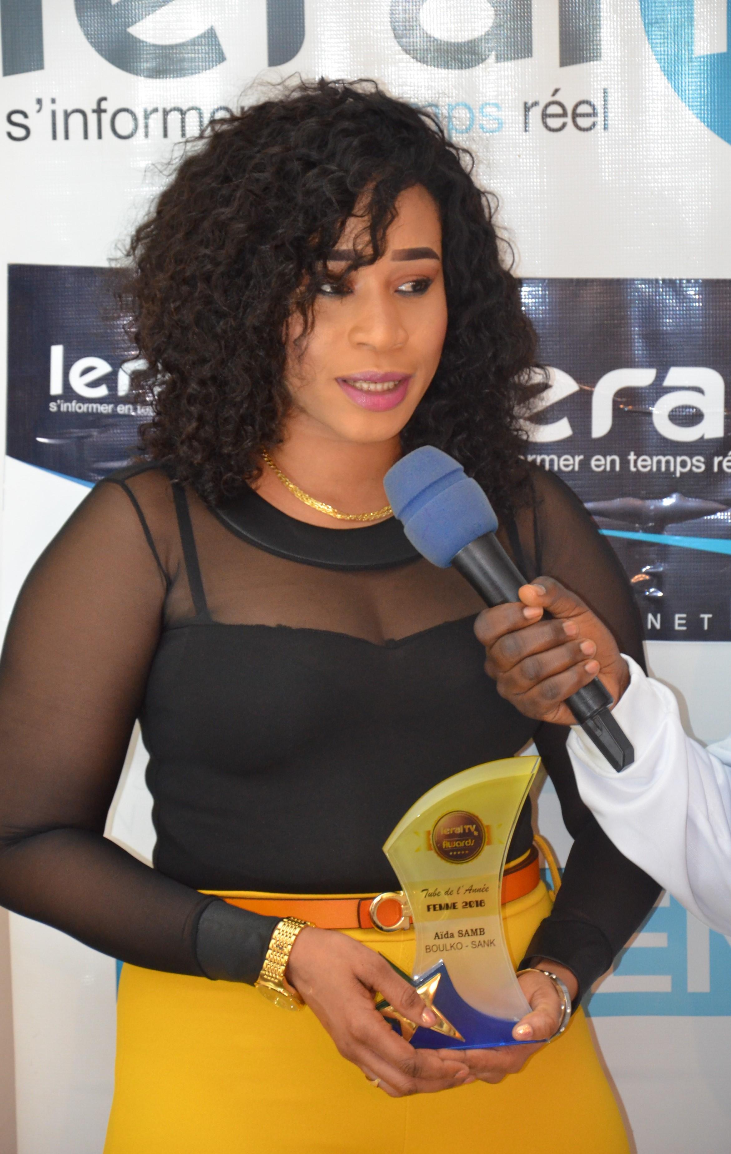 """LERAL AWARDS : Remise du trophée """"Tube de l'année 2018 Catégorie Femme"""" à Aïda Samb avec le titre """"Boulko Sank"""""""