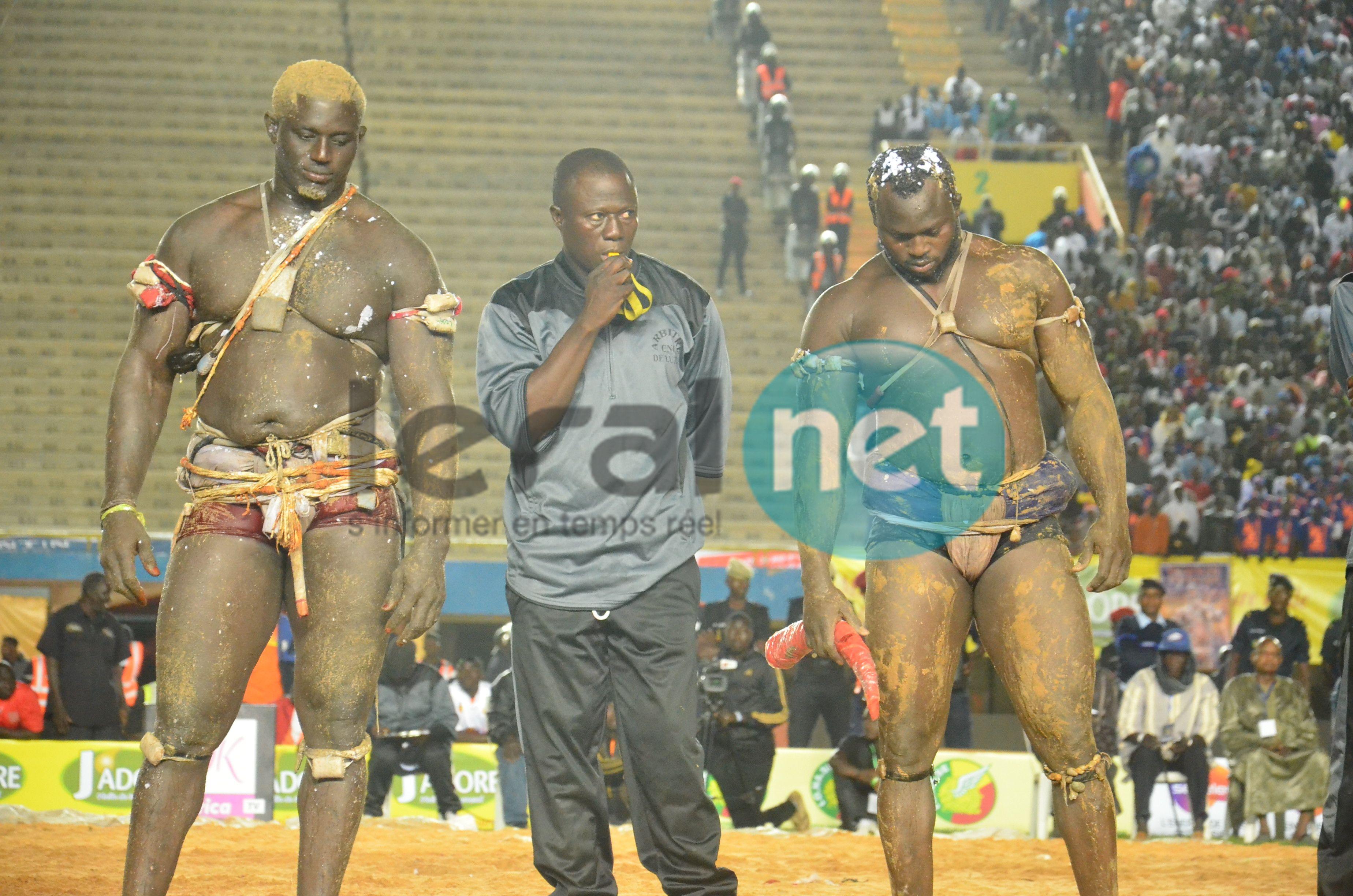Les images du combat Modou Lo vs Balla Gaye 2 au Stade Léopold Sedar Senghor