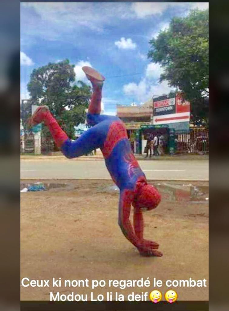 Photos : la chute de Modou Lô raillée par les internautes version spiderman