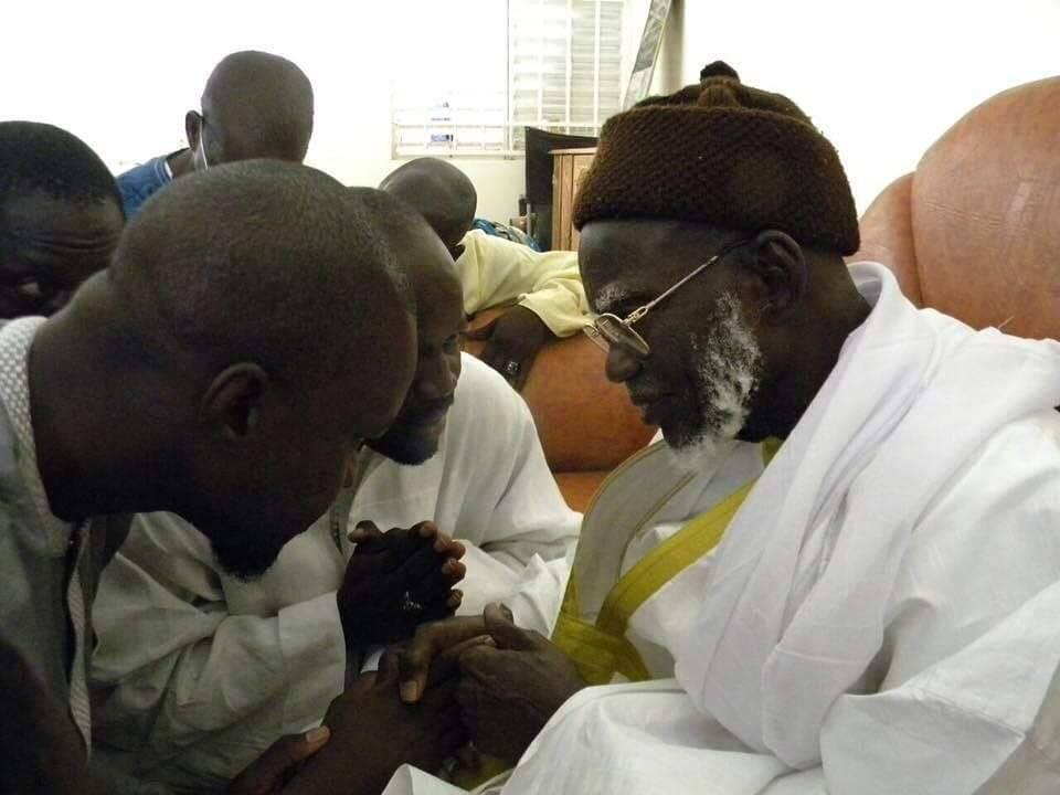 Matar Sène, Chef du Bureau Monnaie et Crédit au ministère des Finances présente Ousmane Sonko au Khalif des Mourides