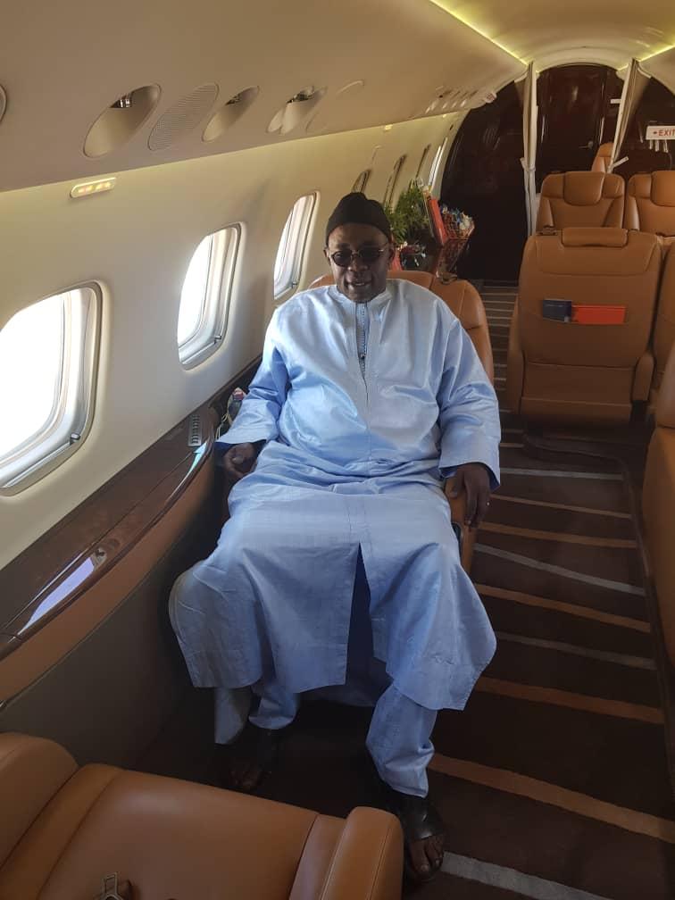 Samuel Sarr débarque à Dakar en Jet privé et prépare une déclaration importante